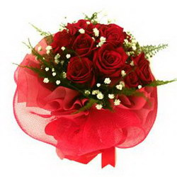 «Признание» Чудесный букет, подходящий для любой ситуации… Традиционная комбинация из роз и зелени, оживленная белой гипсофиллой. Доставка в Мингрельскую.