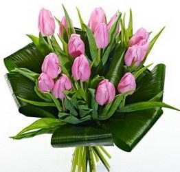 «Мечты» Нежные тюльпаны с зеленью. Доставка в Мингрельскую.